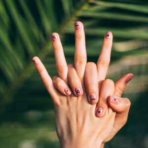 Summer_nail_care_Article_Qwell_4